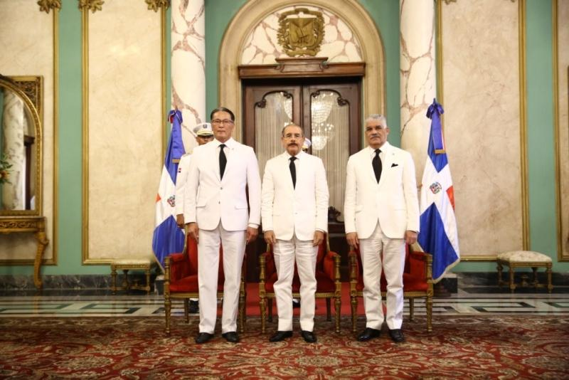 Kazakh Ambassador presents credentials to President of the Dominican Republic
