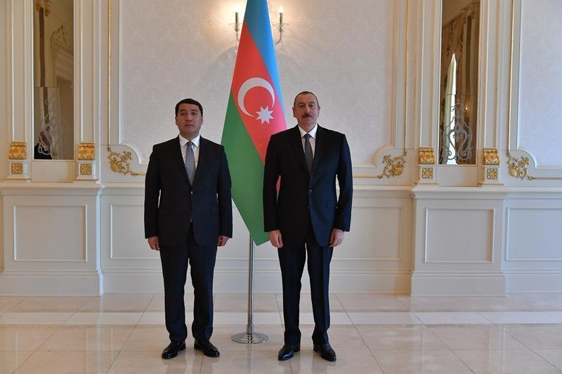 哈萨克斯坦大使向阿塞拜疆总统递交国书