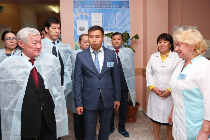 Berdibek Saparbaev BQO pedagogtaryna kásiptik bilimge erekshe kóńil bólýge keńes berdi