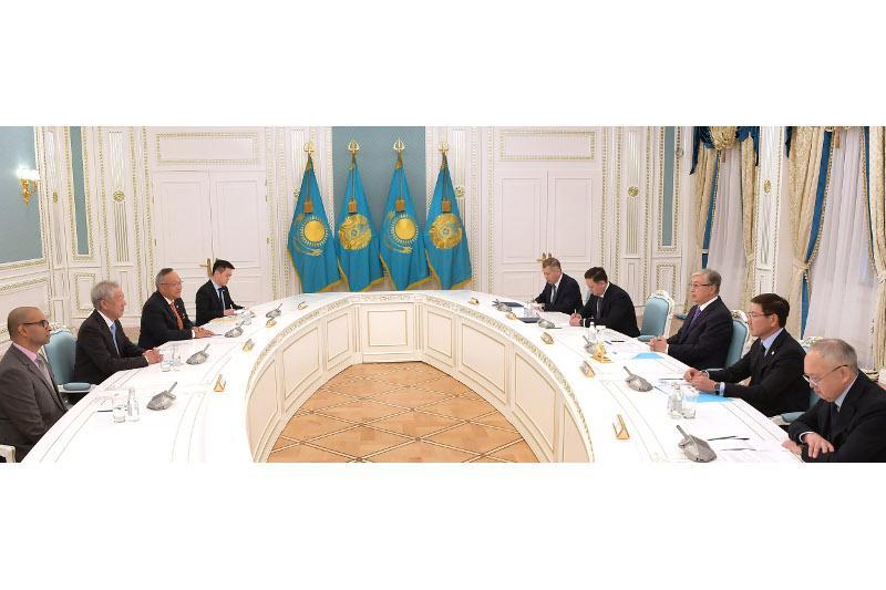 托卡耶夫总统会见新加坡国务资政张志贤