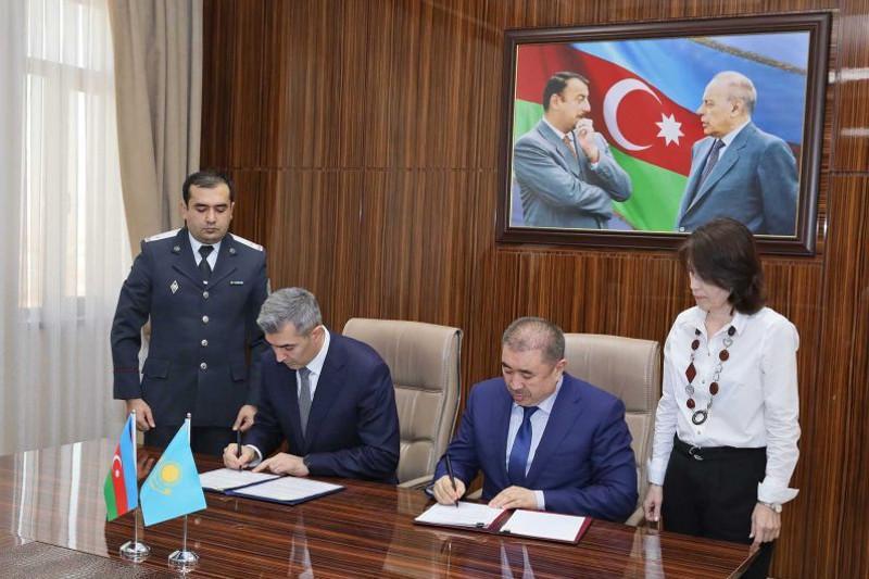 Глава МВД подписал документы для облегчения миграции с Азербайджаном