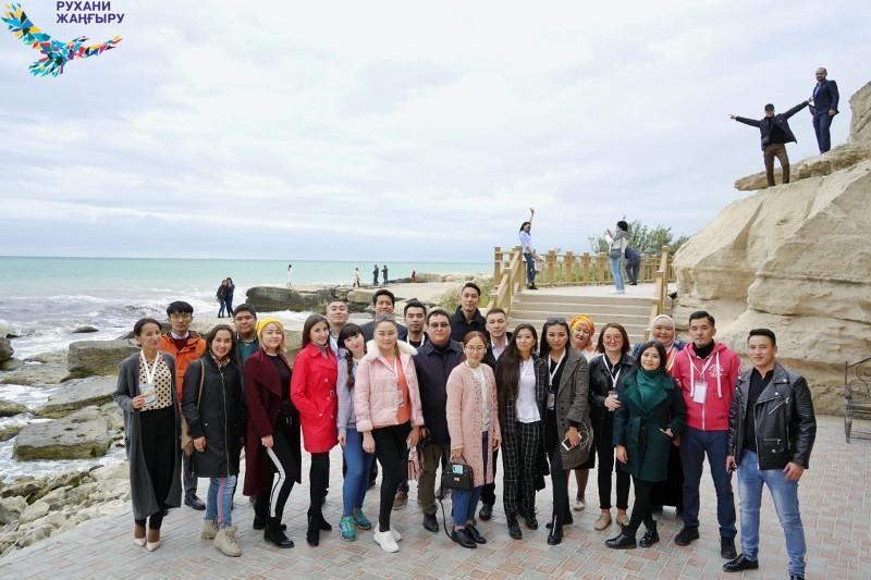 Шетелде тұратын этникалық қазақтар Қазақстанның киеліжерлерін аралады