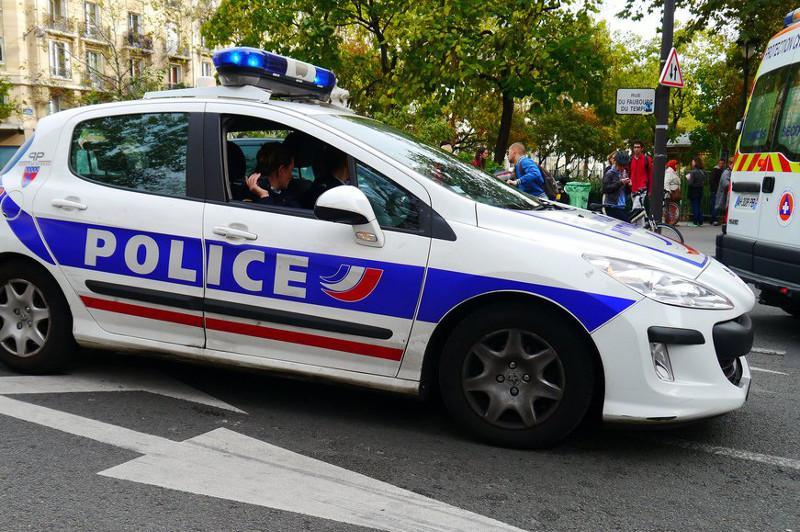 Францияда сотталған төрт адам түрмеге апара жатқанда қашып кетті