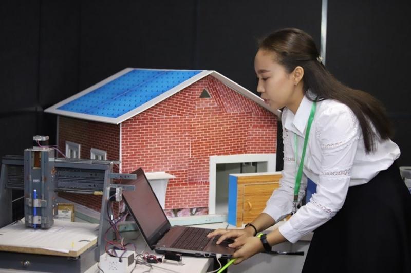 Школьники из ВКО представили свои лучшие StartUp-проекты