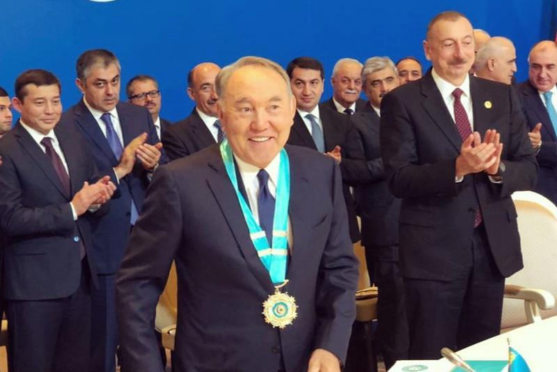 哈萨克斯坦首任总统被授予突厥世界最高荣誉奖章