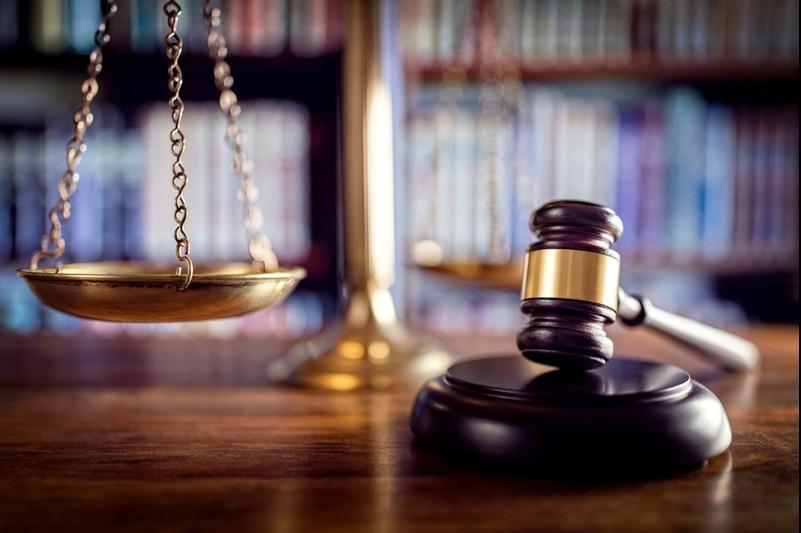 Столичного коллектора наказали за нецензурную брань
