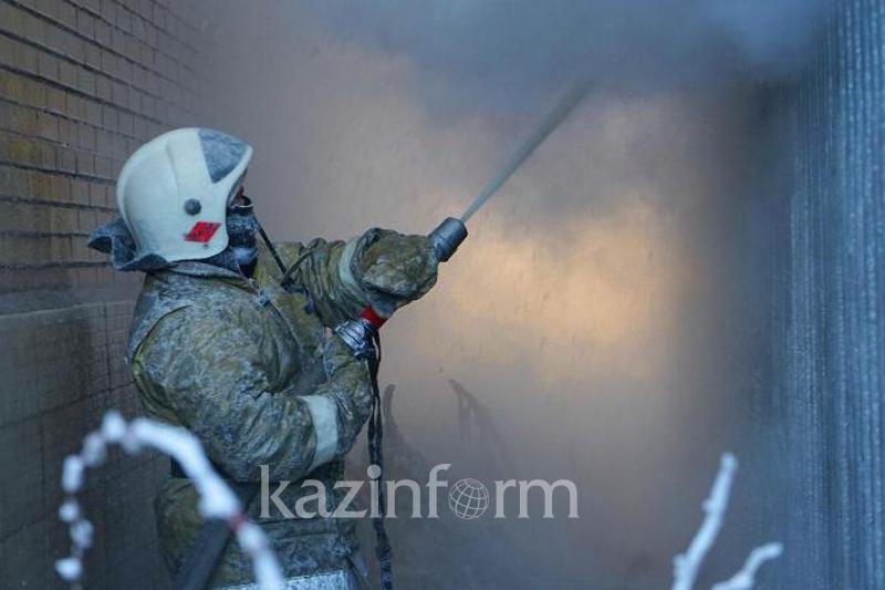 Almatyda jeke úı órtenip, bir áıel kóz jumdy