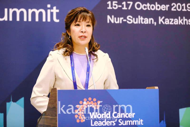Бесплатно вакцинировать девочек от рака шейки матки планируют в Казахстане