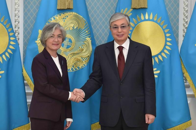 托卡耶夫总统会见韩国外长康京和