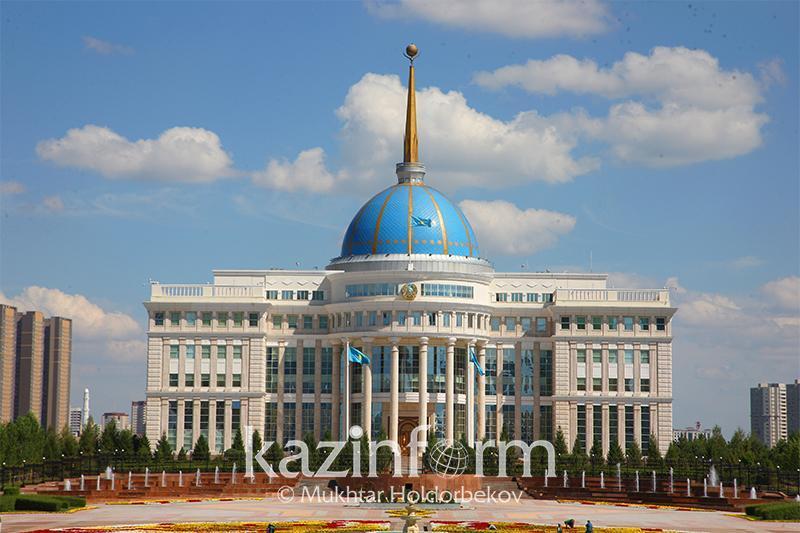 """托卡耶夫总统接见""""萨姆鲁克-卡泽纳""""国家基金主席叶西莫夫"""