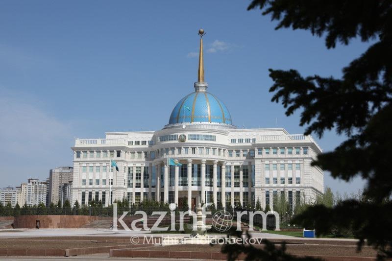 托卡耶夫总统接见文体部长拉伊穆库洛娃