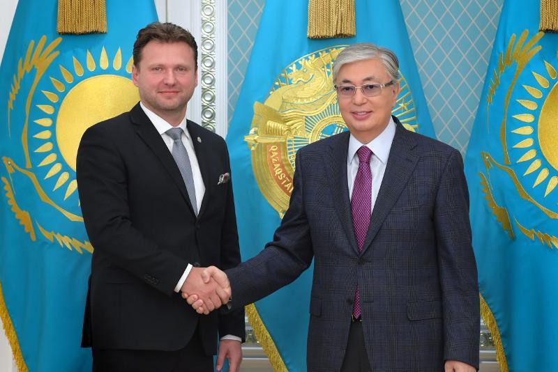 托卡耶夫总统会见捷克众议院议长冯德拉切克