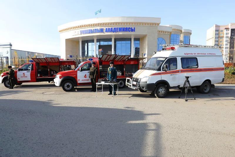 Нагрудные знаки вручили актюбинским спасателям в профессиональный праздник