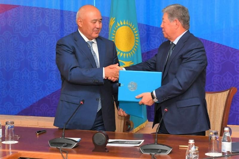 УмирзакШукееви АхметжанЕсимовподписали меморандум о сотрудничестве