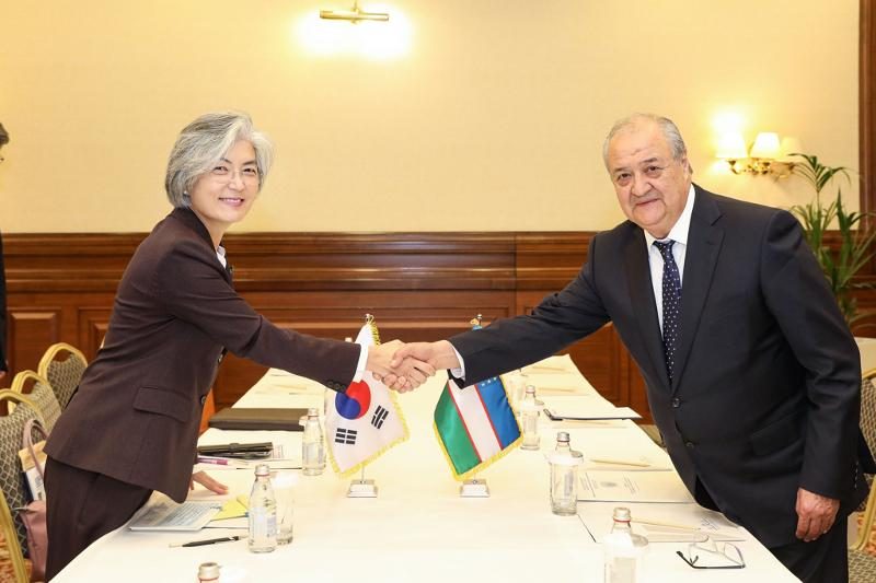 South Korean FM holds talks with her Central Asian counterparts on bilateral partnership