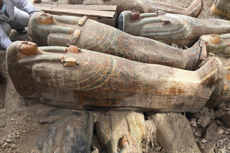 古代埃及墓园出土20具保存完好的木制棺材