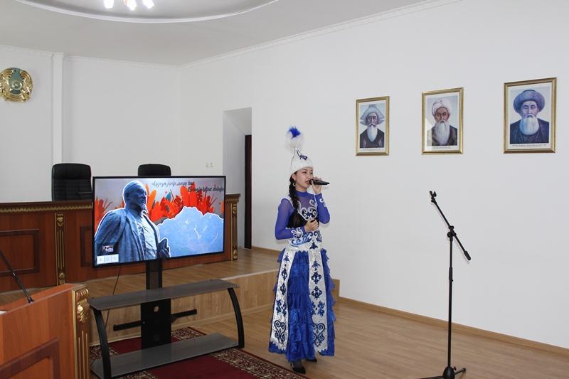 Стихи Абая на пяти языках прочитали акмолинские прокуроры