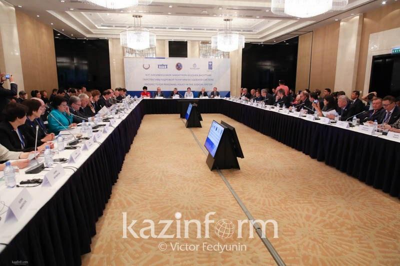 """""""司法系统人事政策未来前景""""主题的圆桌会议努尔苏丹市召开"""