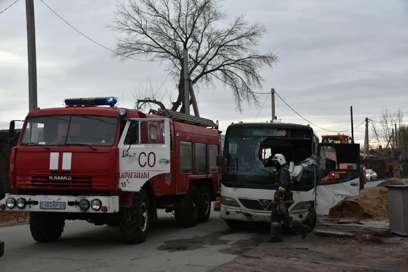 Маршрутный автобус перевернулся в Караганде