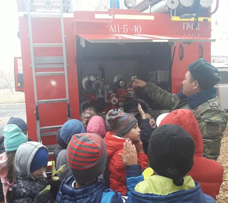 В Аксу пожарные встретились с детьми