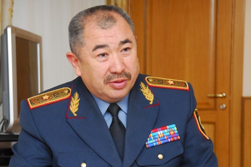 Министр внутренних дел поздравил сотрудников КЧС