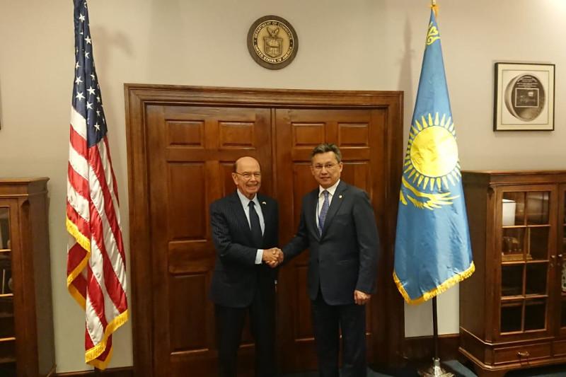 哈萨克斯坦将进一步扩大同美国之间的商贸合作
