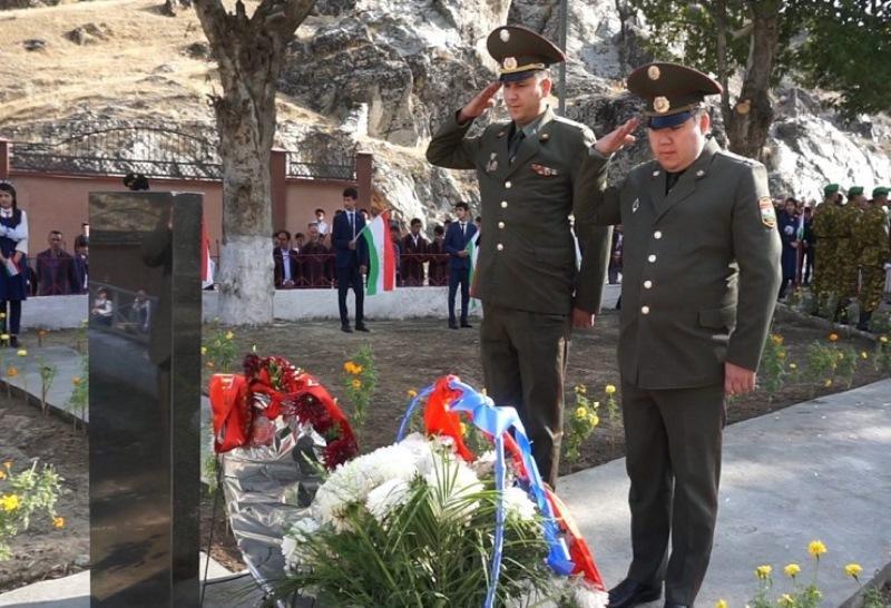 В Таджикистане открыт обелиск памяти в честь 17 погибших казахстанских воинов