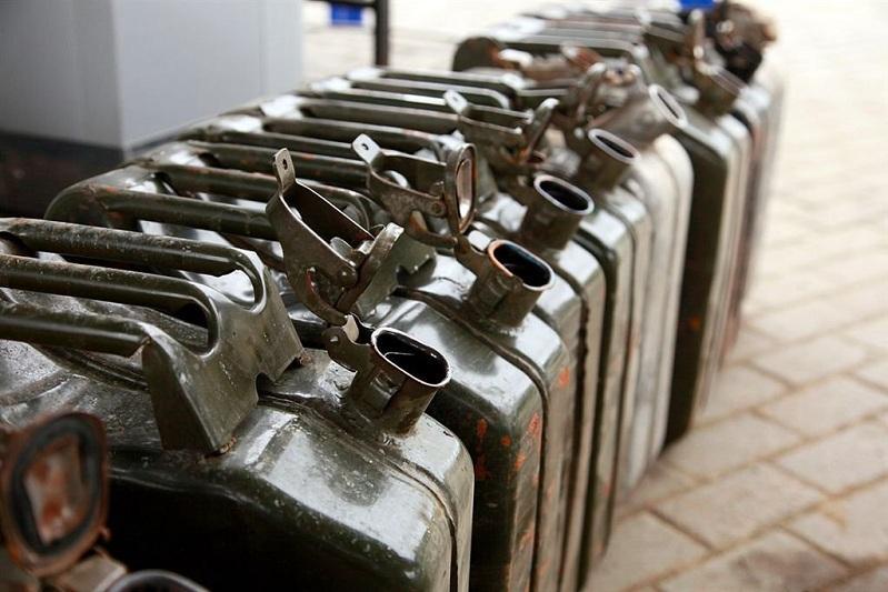 15 тонн неучтенного бензина и дизтоплива обнаружили на нефтебазе в Атырау