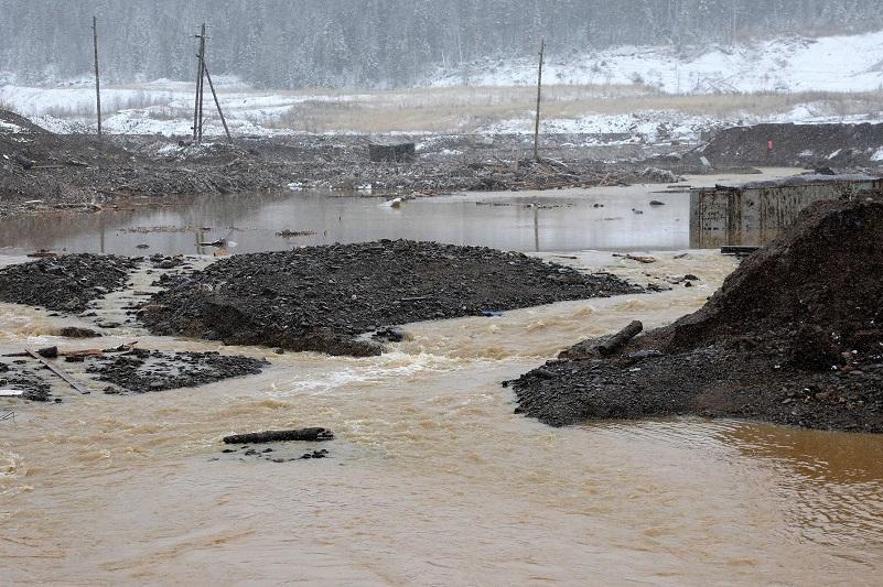 В результате прорыва в Красноярском крае РФ разрушены пять дамб