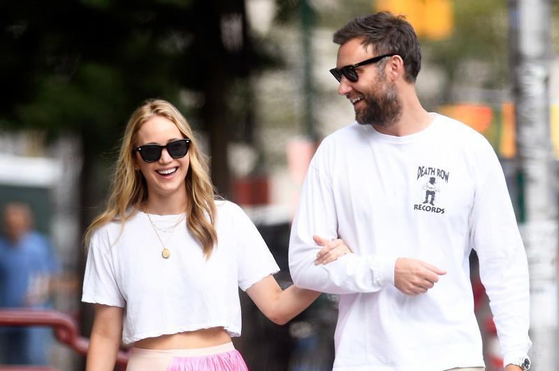 Jennifer Lawrence marries art dealer Cooke Maroney