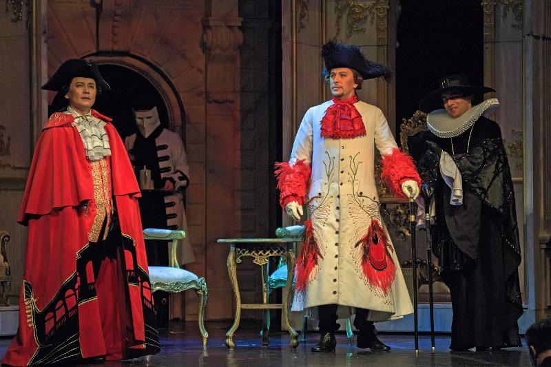 Театр «Астана Опера» устроил фарс и собрал аншлаг в Петербурге