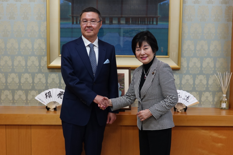 哈萨克斯坦大使会见日本参议院议长