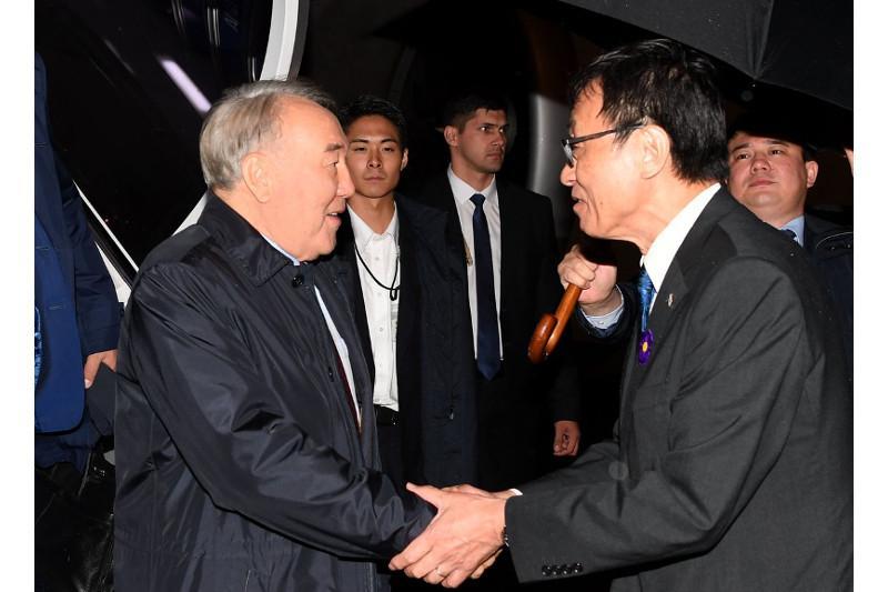 Nursultan Nazarbayev arrives in Tokyo