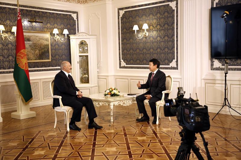 白俄罗斯总统接受哈巴尔电视台专访