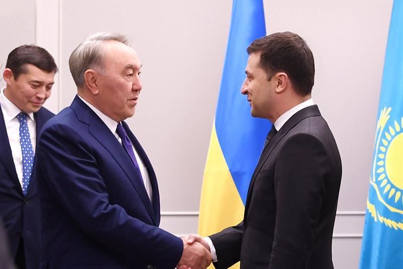 Нурсултан Назарбаев встретился с Владимиром Зеленским в Японии