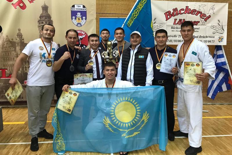 哈萨克斯坦军人在国际徒手武术大赛中获得11枚奖牌