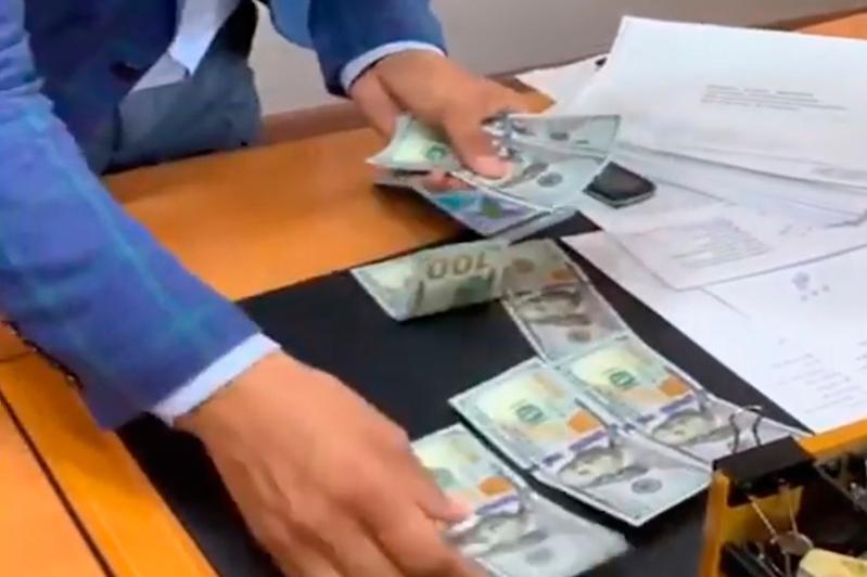 Түркістан облысында бұрынғы шенеунік пара алу күдігіне ілікті