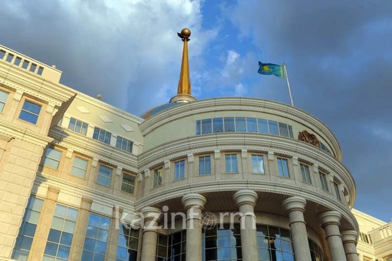 托卡耶夫总统接见政府总理马明