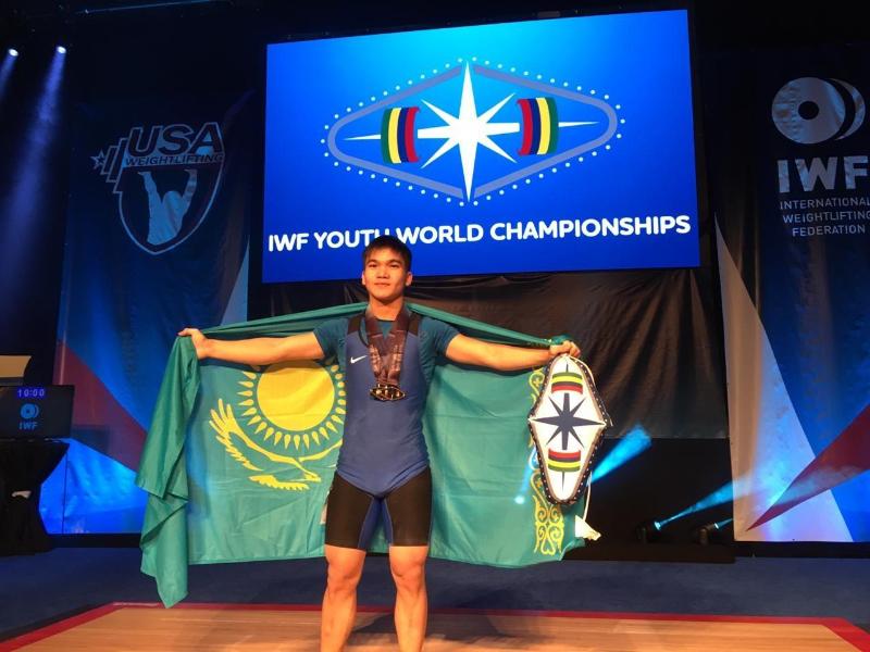 举重亚青赛:哈萨克斯坦选手摘得铜牌