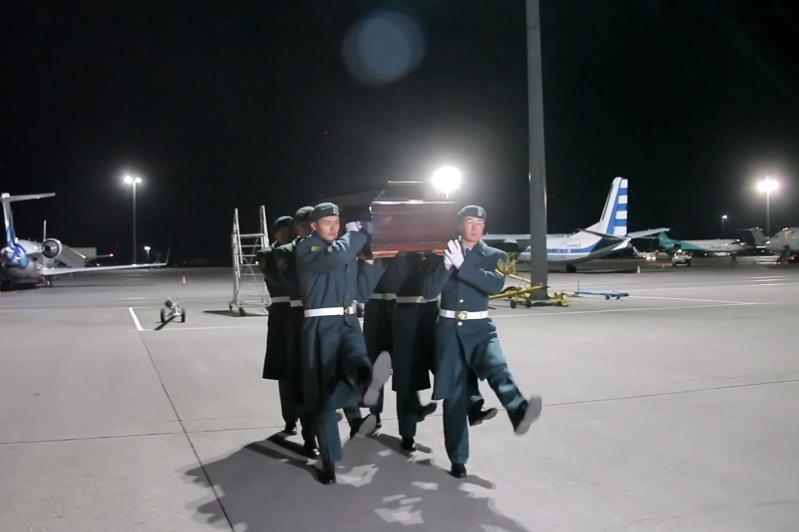 Останки казахстанского героя ВОВ привезли в Алматы
