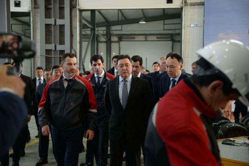 政府总理视察库斯塔奈农机制造厂