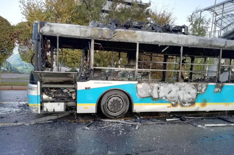 Автобус сгорел в Алматы
