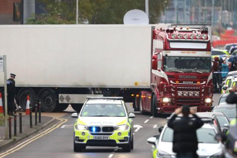 英国货柜车内惊现39具尸体 警方正在核实死者身份