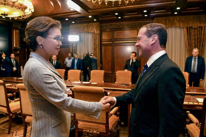 参议院议长纳扎尔巴耶娃会见俄罗斯总理梅德韦杰夫
