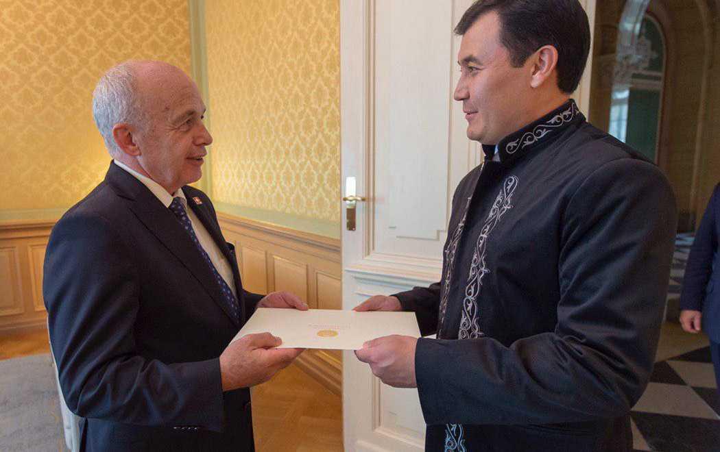 哈萨克斯坦新任大使向瑞士主席递交国书