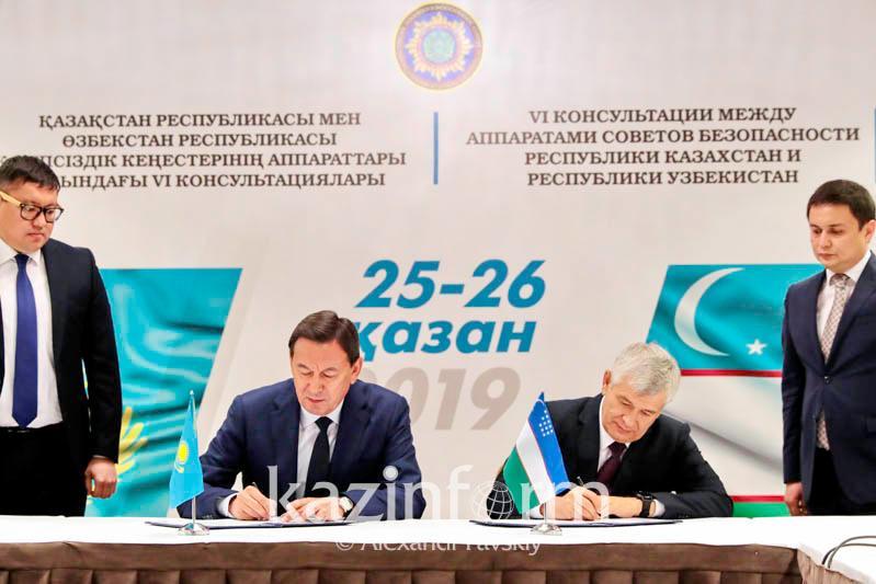 Секретари Совбезов Казахстана и Узбекистана обсудили актуальные вопросы сотрудничества двух стран