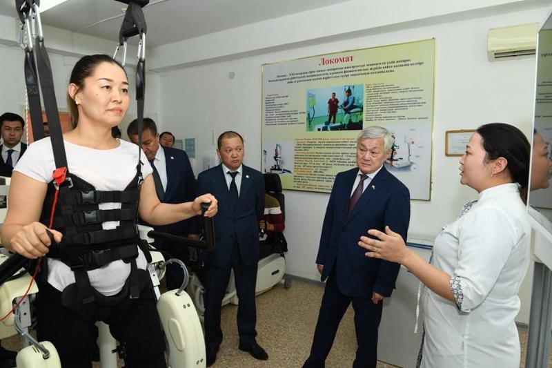 Бердібек Сапарбаев Қызылордада мүмкіндігі шектеулі жандарды оңалту орталығында болды