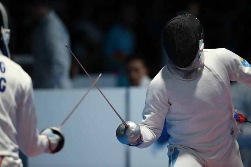 哈萨克斯坦男子击剑队摘亚锦赛银牌