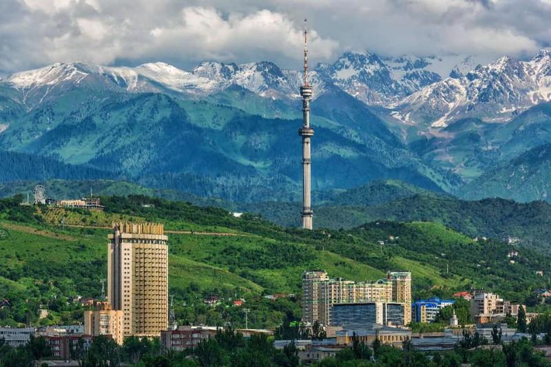 托卡耶夫总统抵达阿拉木图开始为期两天的视察