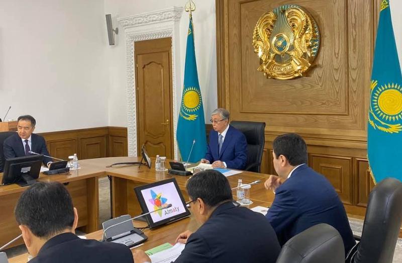 托卡耶夫总统召开阿拉木图发展问题会议